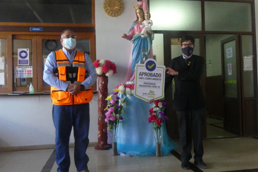 Salesianos Calama recibe sello por cumplir 100% protocolos Covid
